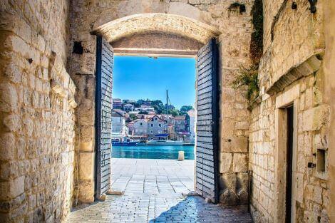 Town Trogir meeting point south gate